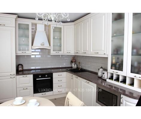 Угловая кухня из массива в стиле классика модель 016 в Москве