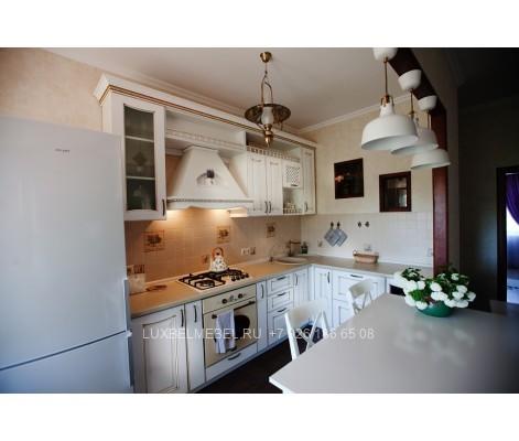Угловая кухня из массива модель 014 в Москве