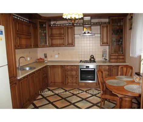Угловая кухня из массива в стиле классика модель 018 на заказ в Москве