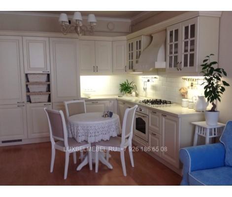 Угловая кухня из массива в стиле классика модель 017 в Москве